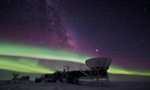 Telescoop BICEP2 vond de draaiingen in het alleroudste licht die de inflatietheorie zouden bewijzen. Bron: BICEP