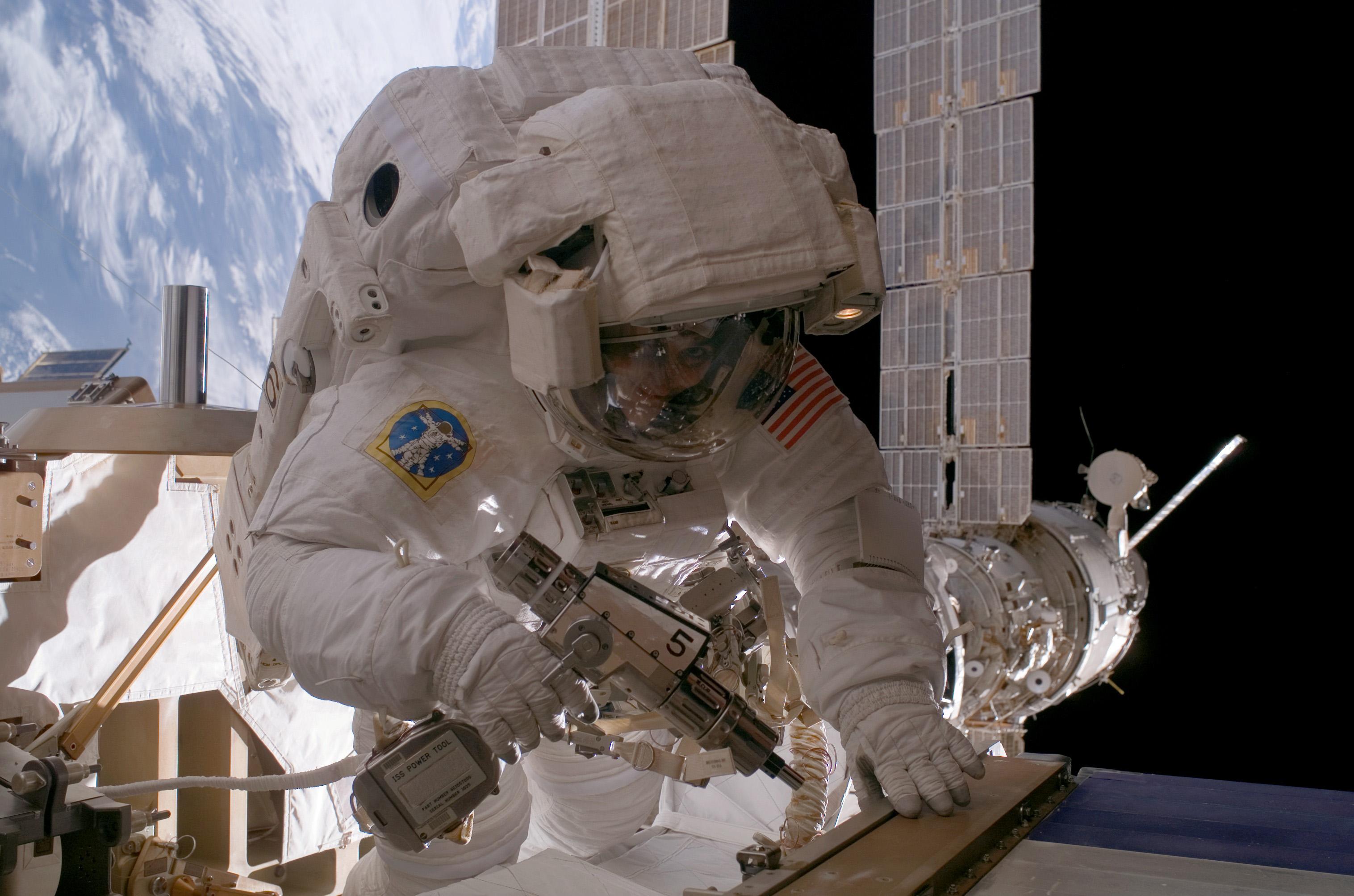 NASA eert Gravity met spectaculaire ruimtefoto's