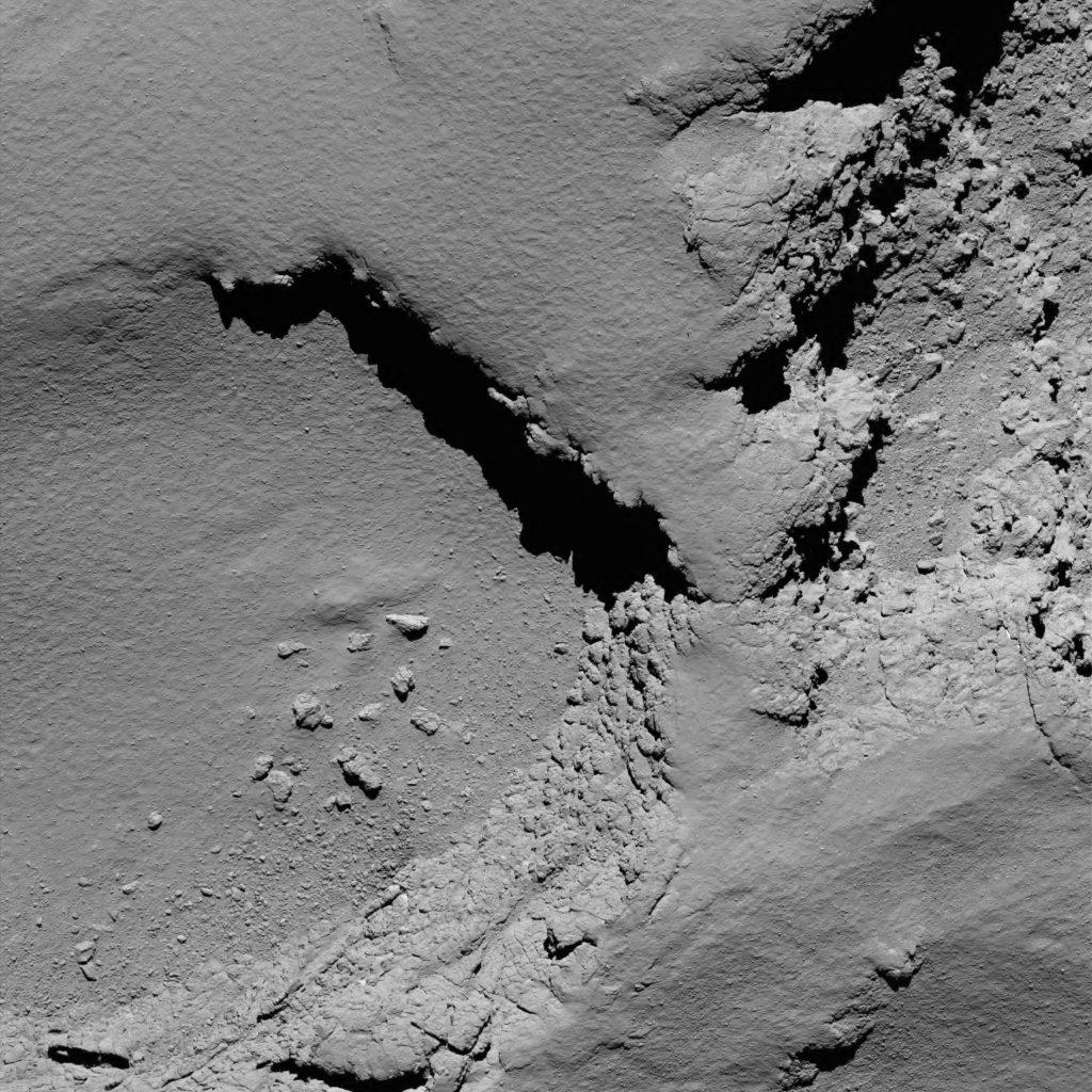 Komeet 67P vanaf 5,8 kilometer hoogte.