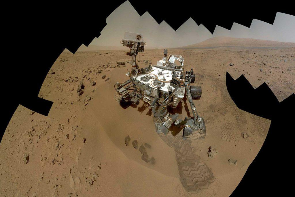 Curiosity in krater Gale. Beeld: JPL-Caltech/MSSS/NASA.