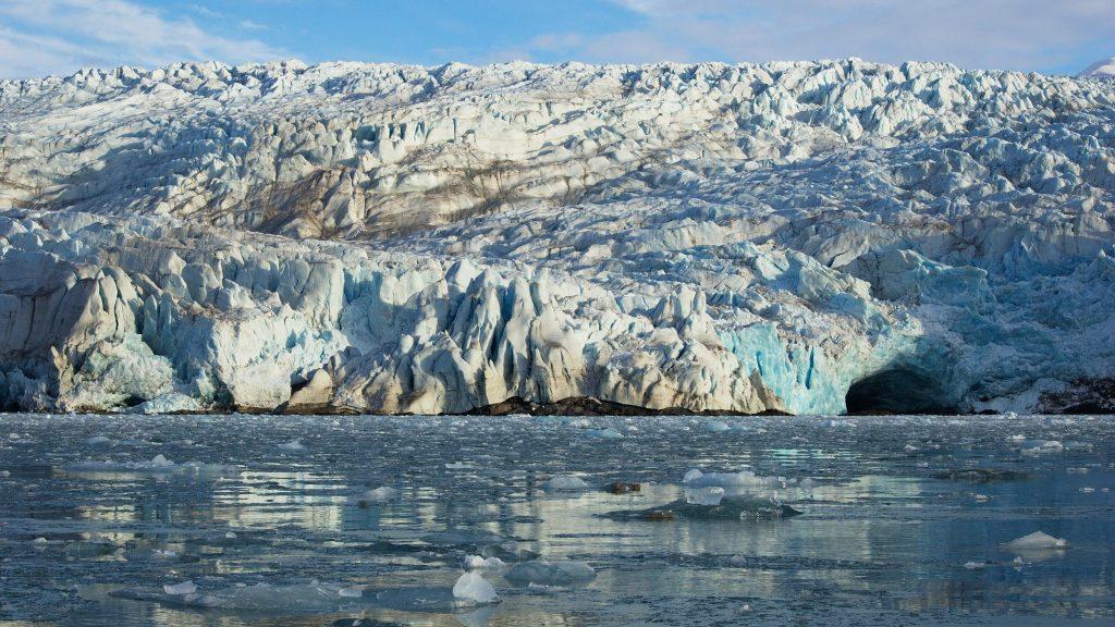 Afkalvende gletsjer op de Noordpool