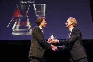 In 2017 won Drian van der Woude de essayprijs. Hij schreef over de kracht van de twijfel.
