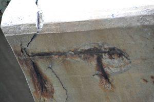Het beton  op de foto is stukgegaan doordat water bij de ijzeren wapening in het beton kon komen. Foto: Achim Hering