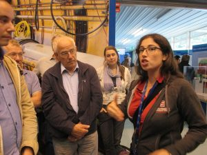 Uitleg in het bovengrondse gebouw van de LHCb-detector