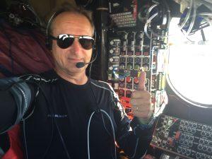 Piloot André Borschberg tijdens zijn vlucht in Solar Impulse 2 van Sevilla naar Cairo. Bron: www.solarimpulse.com