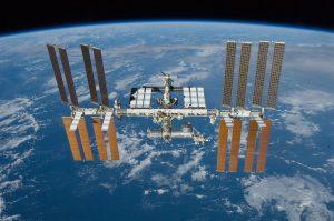 Het international Space Station waar de astronauten de komende tijd zullen verblijven Foto: Wikimedia