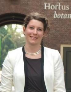 Karin van der Tuin doet DNA-onderzoek op Lowlands
