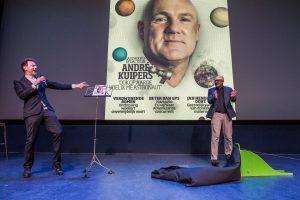 Amsterdam, 15 augustus 2015 - Onthulling van het New Scientist André Kuipers-nummer in NEMO, met Jim Jansen en André Kuipers. Foto: Mats van Soolingen