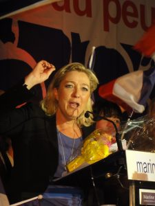 Voorman Marine Le Pen van Front National tijdens haar presidentiële campagne in 2012. Bron: Wikipedia commons, JÄNNICK Jérémy.