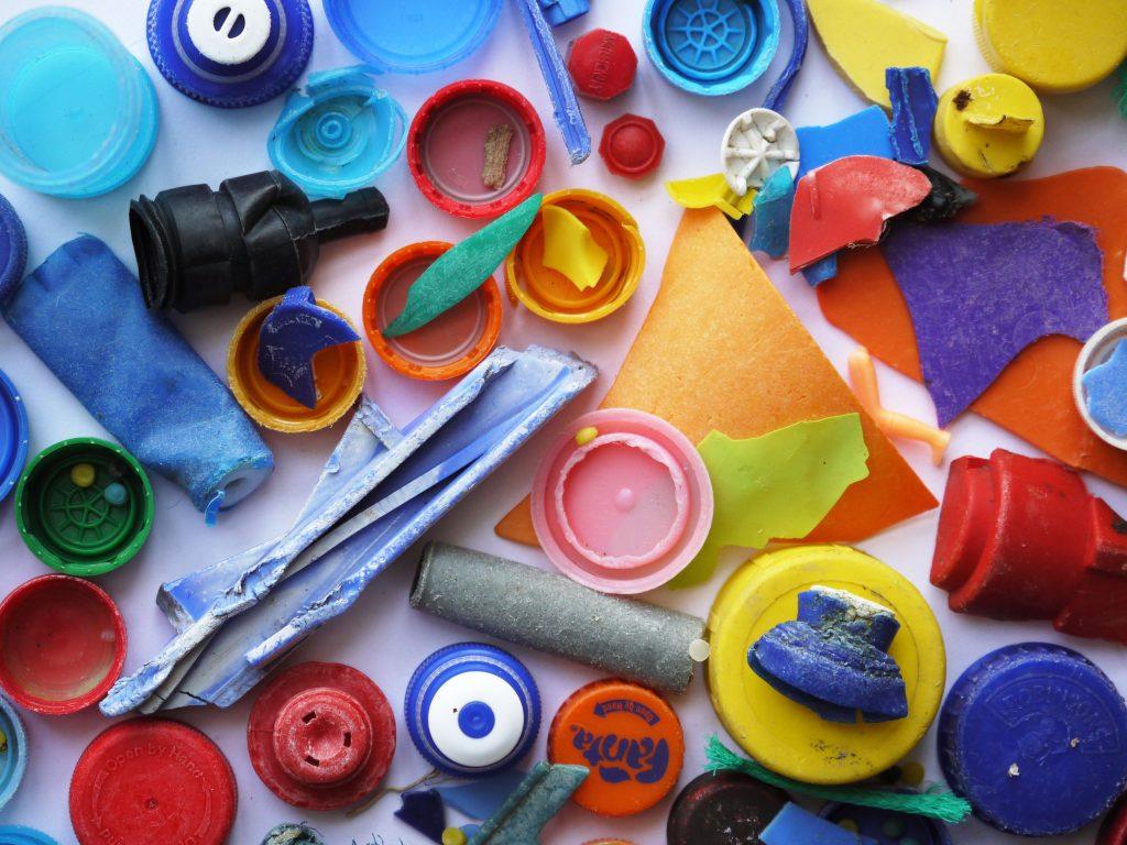 Plastic is overal. De oceaan zit vol plastic, er is plastic aangetroffen in vissen en nu blijken ook mensen plasticdeeltjes in hun lichaam te hebben. Beeld: Max Pixel