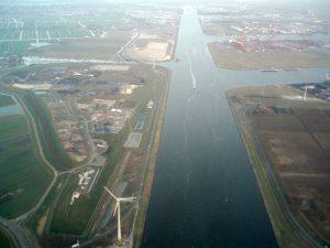 Het Noordzeekanaal verbindt vanaf 1876 Amsterdam met IJmuiden