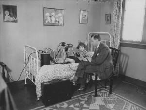 Philips ontwikkelde onder meer 's werelds eerste draagbare röntgenapparaat Bron: Philips Company Archives