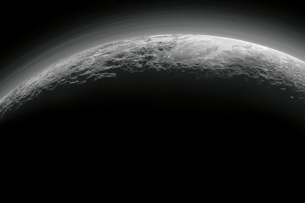 Nevels boven het oppervlak van Pluto. Afbeelding: NASA/JHUAPL/SwRI