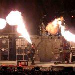 """Rammstein-flamethrowers"" by Metalium2 - flickr.com (Bron: commons.wikimedia.org)"