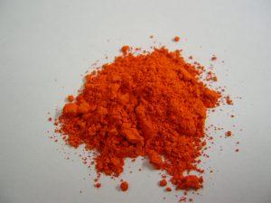 Rode menie blijkt te verbleken onder invloed van omgevingsfactoren ('Red lead' door BXXXD via Wikimedia Commons)