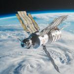 Salyut-7 bevat in totaal 20 minuten aan ruimtebeelden. Hier zweeft het gelijknamige station boven de aarde.