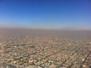 IJzerdeeltjes uit luchtvervuiling stijgen naar je hersenen, zoals hier in Mexico-Stad. Beeld: Fidel Gonzalez