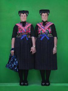 Voor de expositie Double Dutch zijn tweelingen van 3 tot 93 jaar geportretteerd. Foto: Monique Eller en Bodine Koopmans.