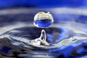druppel-water-negatieve-massa-vloeistof