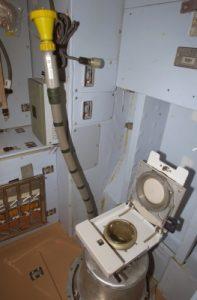 nasa-ruimtetoilet-poepen-astronauten
