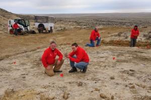 Anne Schulp (rechts vooraan) bij een opgraving. Foto: Servaas Neijens