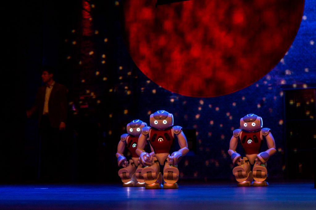 Aaibare robots voeren een dans op. Foto: Daniël Rommens