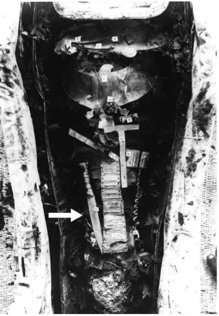 De ijzerendolk, die op het dijbeen van de farao aangetroffen werd. Bron: Meteoritics & Planetary Science