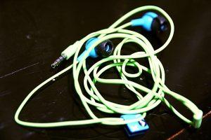 De knoop in het snoertje van je koptelefoon verklaart misschien de uitdijing van het heelal. Foto: Steven Depolo