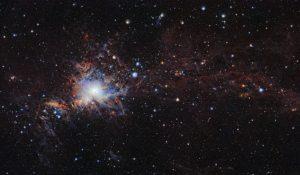 Deze opname van de infrarood-surveytelescoop VISTA van de ESO-sterrenwacht in Chili, is een van de grootste hoge-resolutie afbeelding van de moleculaire wolk Orion A die ooit is gemaakt. Het toont tal van jonge sterren en andere objecten die normaal gesproken verscholen zitten in wolken van stof. Beeld: ESO/VISION survey