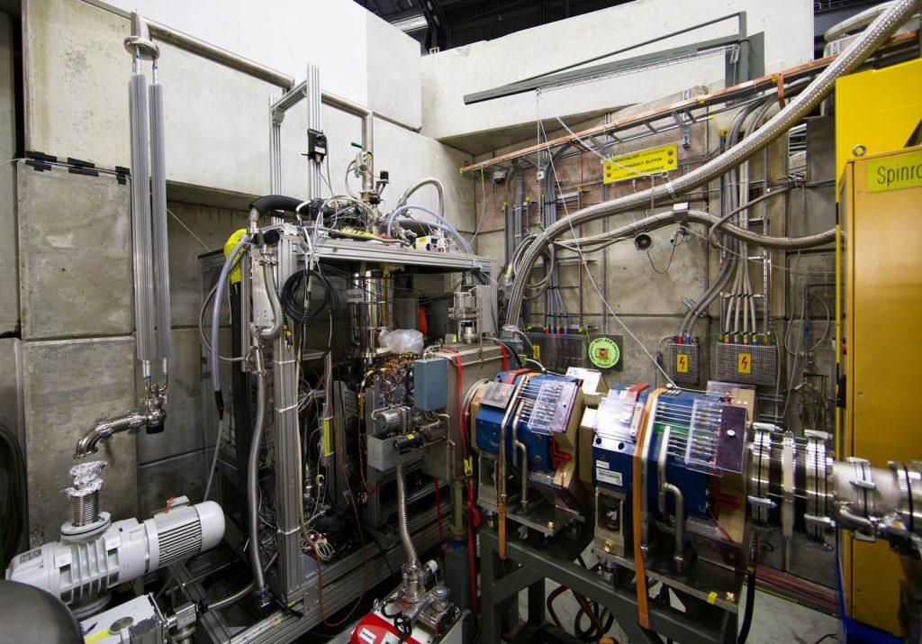 Pionisch helium - experiment