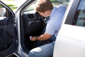 Een trackingapparaattje van autoverzekering Progressive kan je rijgedrag bijhouden.