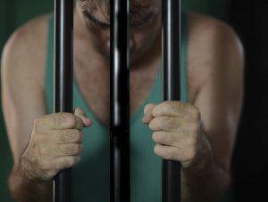 Gevangenen moeten hun hersenen prikkelen en veel bewegen. Dat vermindert de kans op recidive. Bron: Shutterstock