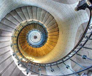 Oneindigheid is een illusie, menen wiskundigen. Net als aan deze op het eerste gezicht oneindige trap, komt in werkelijkheid aan alles een einde, menen zij. Bron: shutterstock