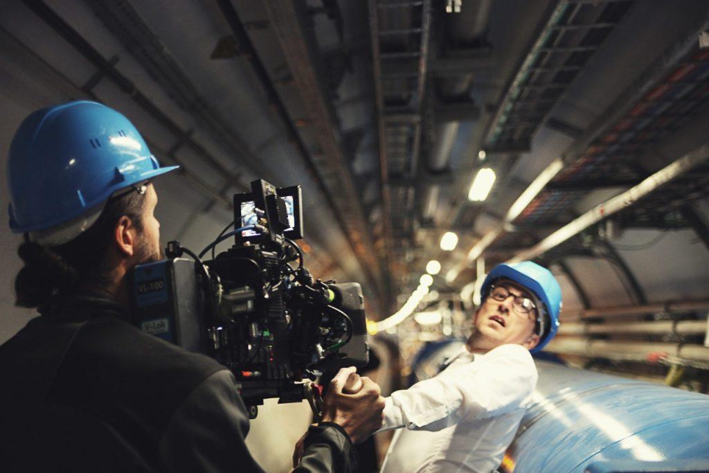 Symmetry werd gefilmd in Cern. De filmmakers mochten zelfs de versnellerbuis in om daar scènes te schieten.